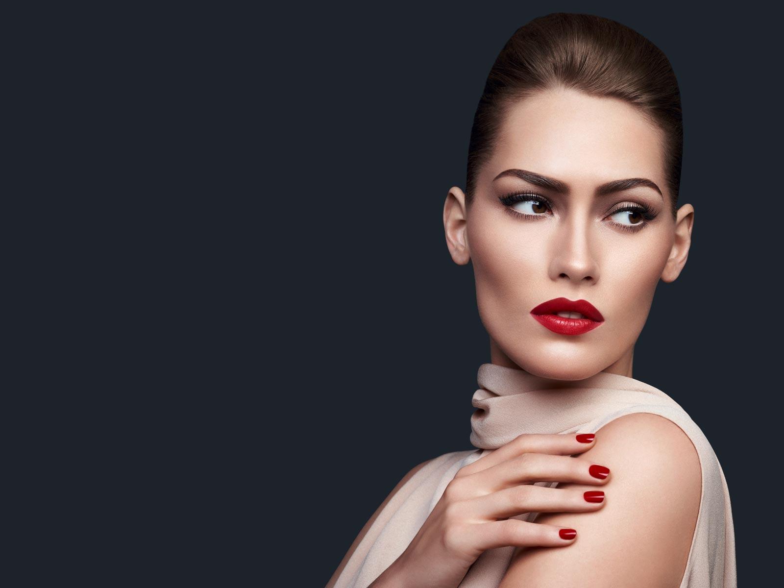 alcina-volendam-cosmetics-slide-1